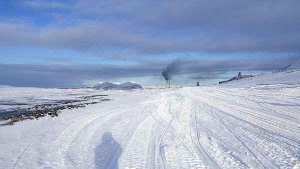Widok na Barentsburg, na archipelagu Spitsbergen - Sputnik Polska