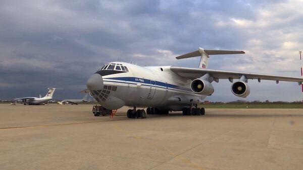 Samolot wojskowo-transportowy Sił Powietrzno-Kosmicznych Rosji Ił-76 MD z wyposażeniem medycznym - Sputnik Polska