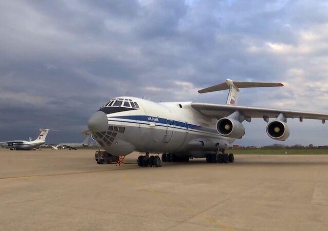 Samolot wojskowo-transportowy Sił Powietrzno-Kosmicznych Rosji Ił-76 MD z wyposażeniem medycznym
