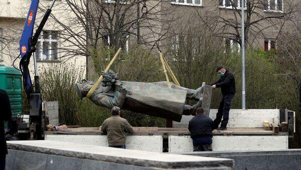 Demontaż pomnika marszałka Związku Radzieckiego Iwana Koniewa, Praga - Sputnik Polska