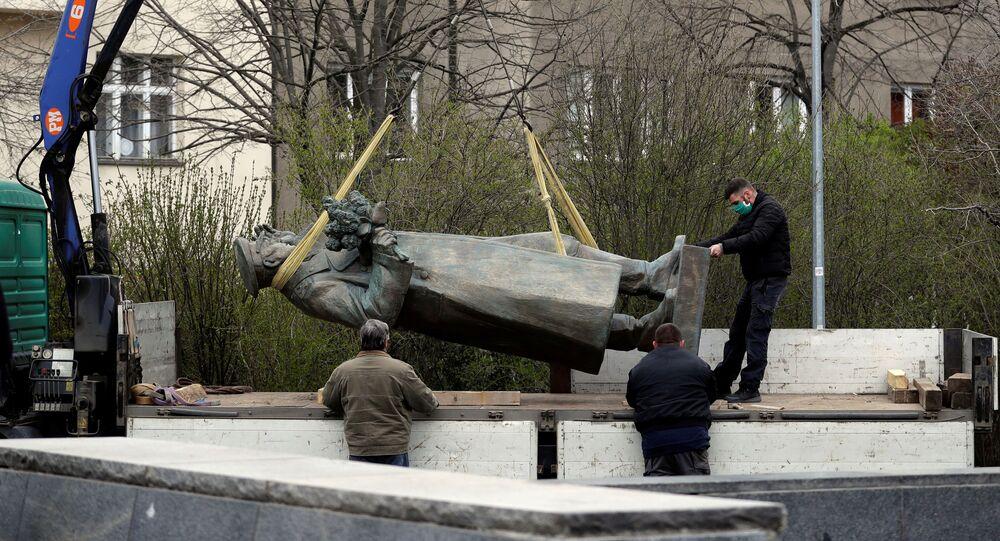 Demontaż pomnika marszałka Związku Radzieckiego Iwana Koniewa, Praga