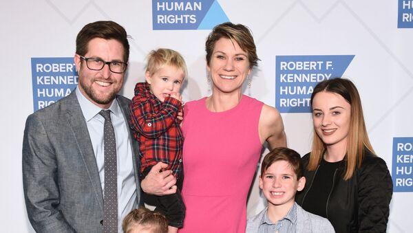 Maeve Kennedy Townsend Mckean z mężem i dziećmi - Sputnik Polska
