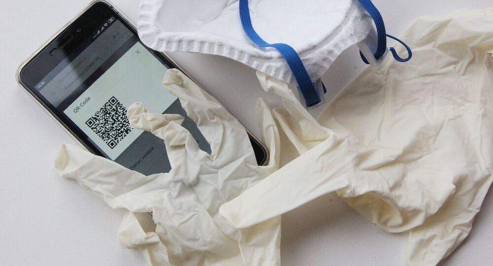 Maseczka ochronna, rękawiczki jednorazowe, QR kod