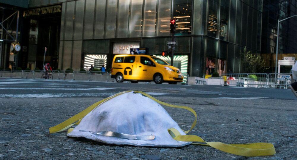 Maska ochronna na ulicy Nowego Jorku