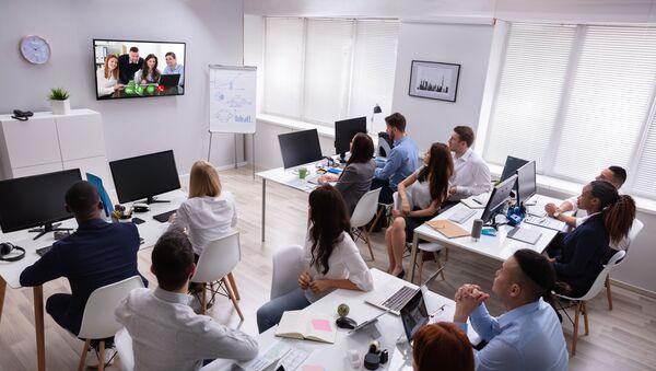 Konferencja wideo w biurze. - Sputnik Polska