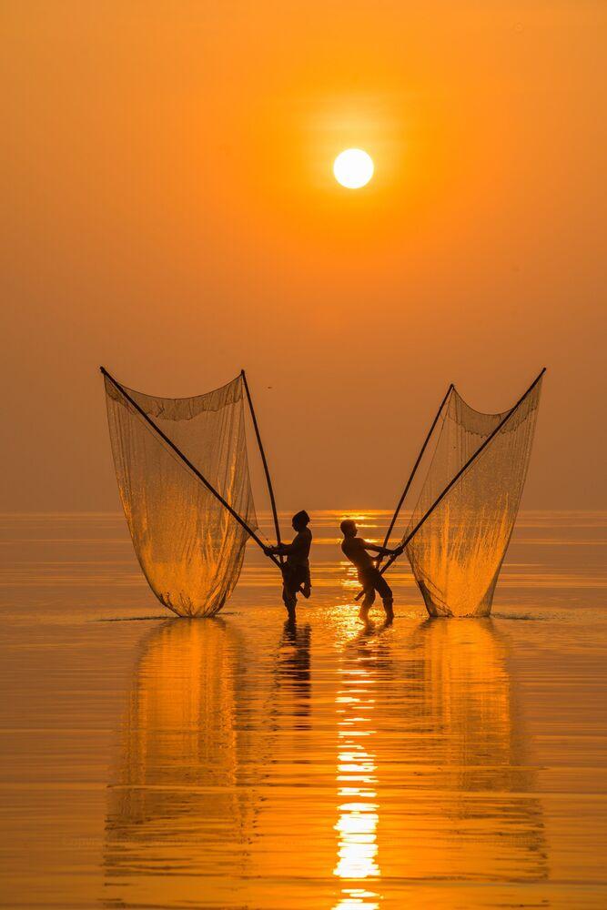 """Fisherman under the dawn"", Wietnam"