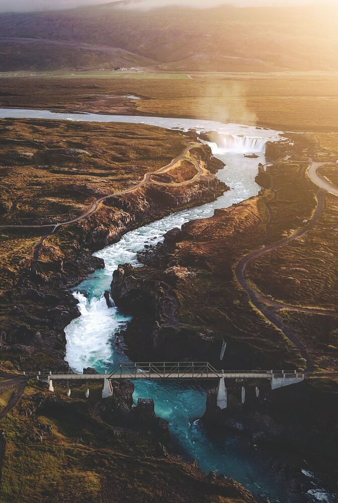 """A sunset flight over the waterfall of the gods"", Wielka Brytania"