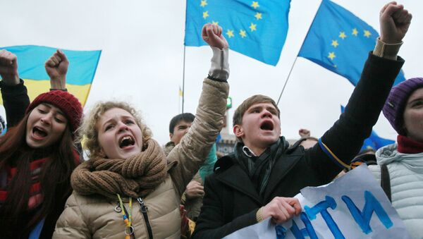 Kijowscy studenci podczas akcji przeciwko decyzji ukraińskiego rządu ws. zawieszenia procesu integracji Ukrainy i UE - Sputnik Polska