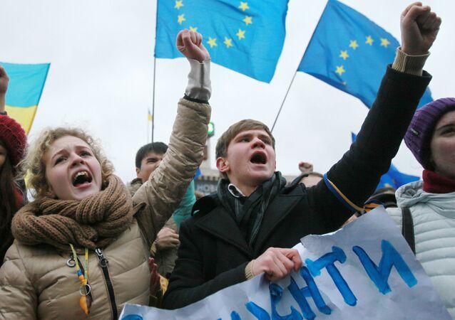 Kijowscy studenci podczas akcji przeciwko decyzji ukraińskiego rządu ws. zawieszenia procesu integracji Ukrainy i UE