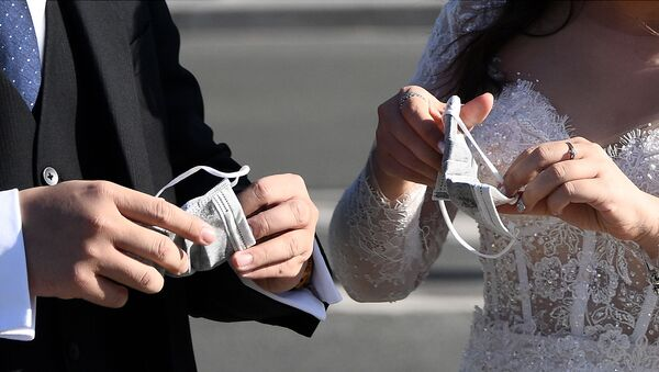 Wietnamscy turyści w ubraniach weselnych w Paryżu  - Sputnik Polska