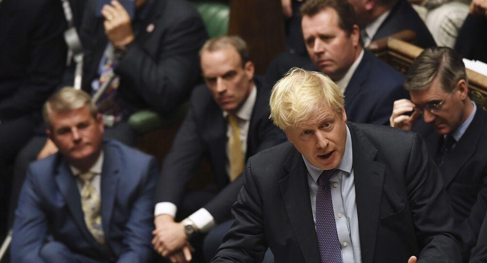 Premier Boris Johnson podczas przemówienia w parlamencie
