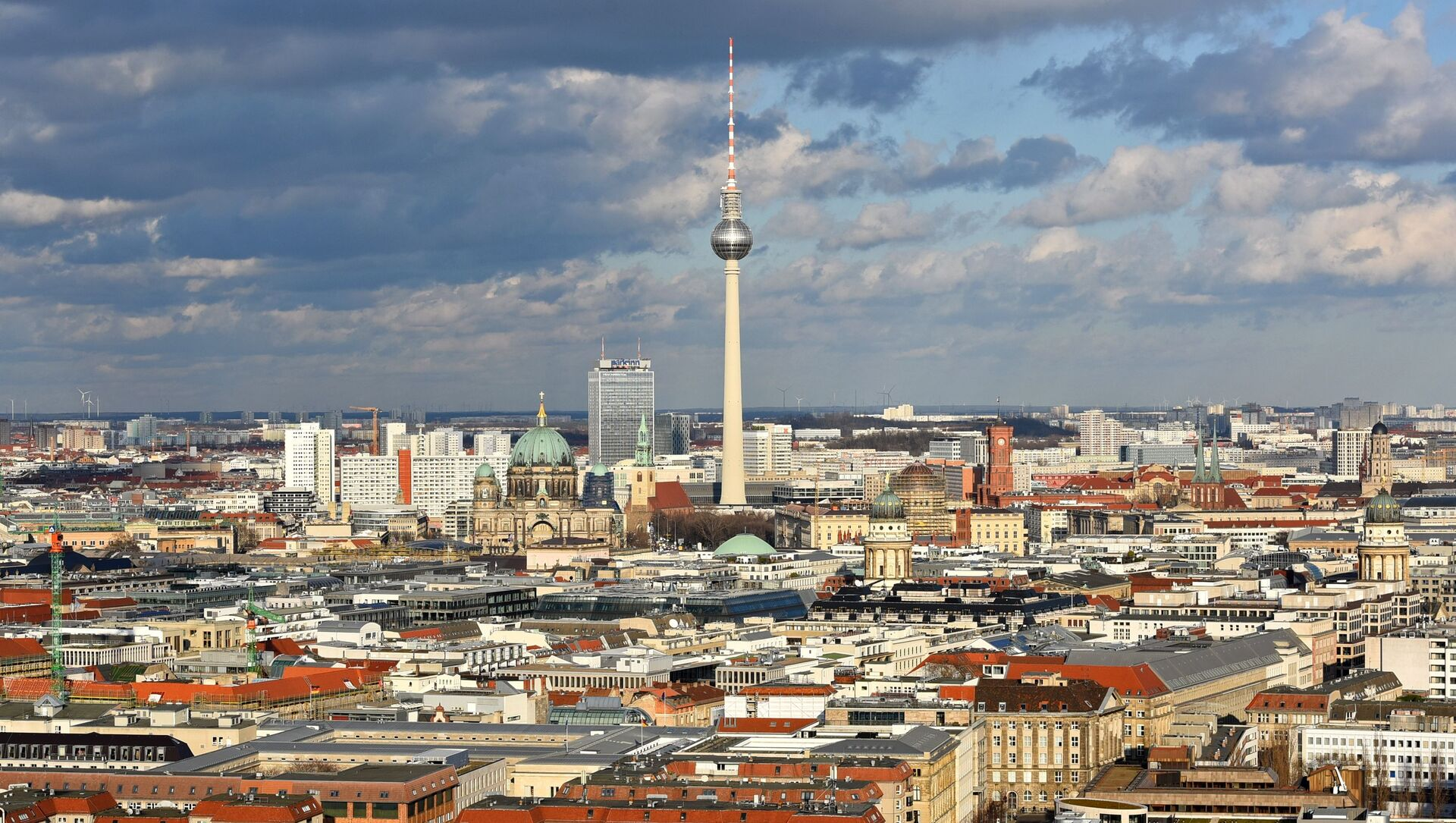 Wieża telewizyjna Fernsehturm w centrum Berlina, Niemcy - Sputnik Polska, 1920, 09.02.2021
