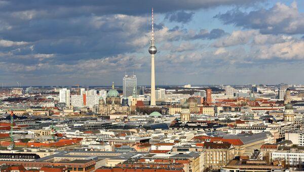 Wieża telewizyjna Fernsehturm w centrum Berlina, Niemcy - Sputnik Polska
