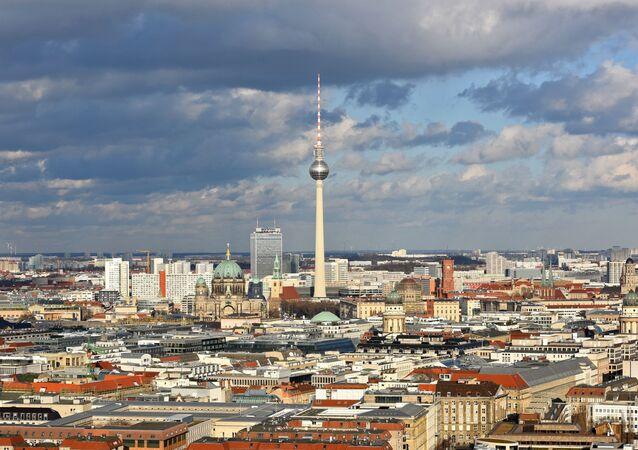 Wieża telewizyjna Fernsehturm w centrum Berlina, Niemcy
