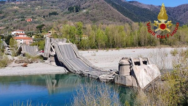W środę rano zawalił się most samochodowy przez rzekę Magra na granicy włoskich regionów Ligurii i Toskanii. - Sputnik Polska