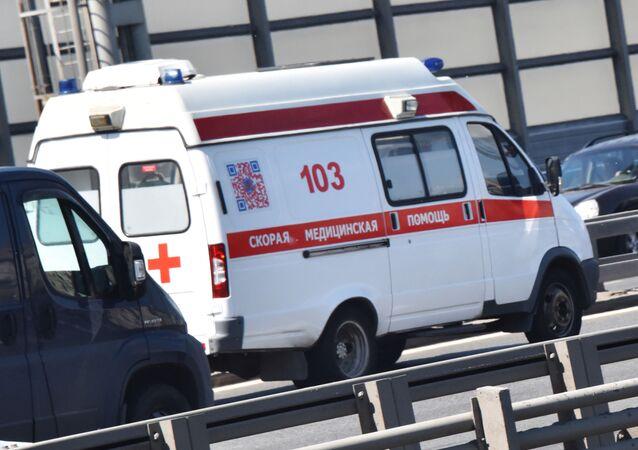 Karetka pogotowia na ulicach Moskwy.