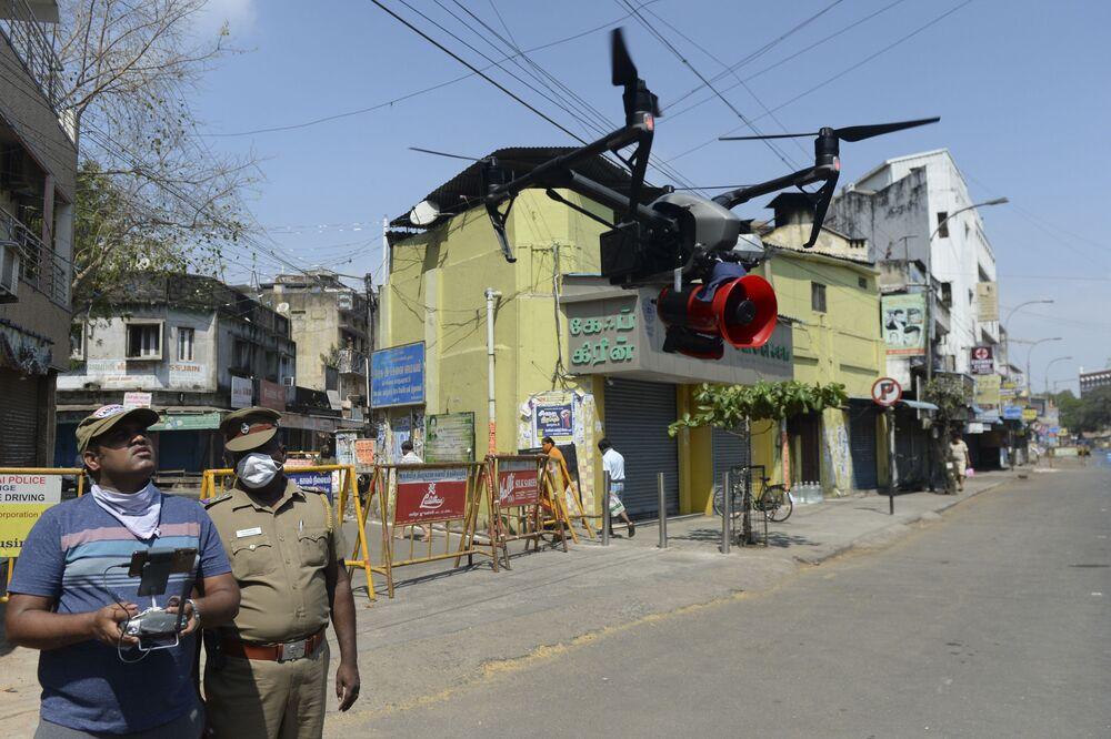 Dron policyjny w Chennai w Indiach.