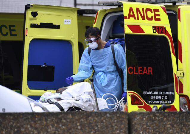 Karetka przywiozła pacjenta do szpitala Św. Tomasza w Londynie