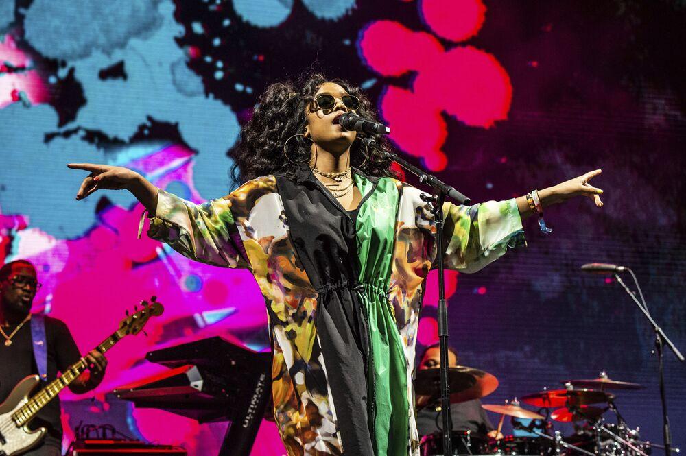 Występ piosenkarki H.E.R. podczas festiwalu Coachella Music & Arts w USA