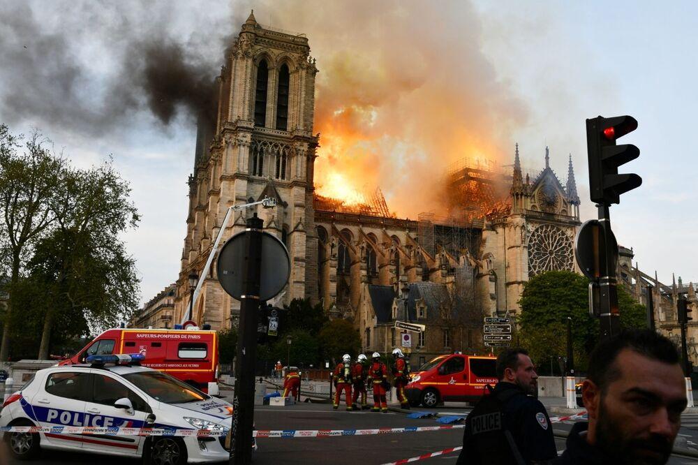 Pożar w katedrze Notre Dame w Paryżu