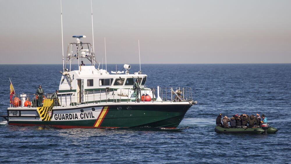 Zatrzymanie statku z nielegalnymi migrantami w Albanii