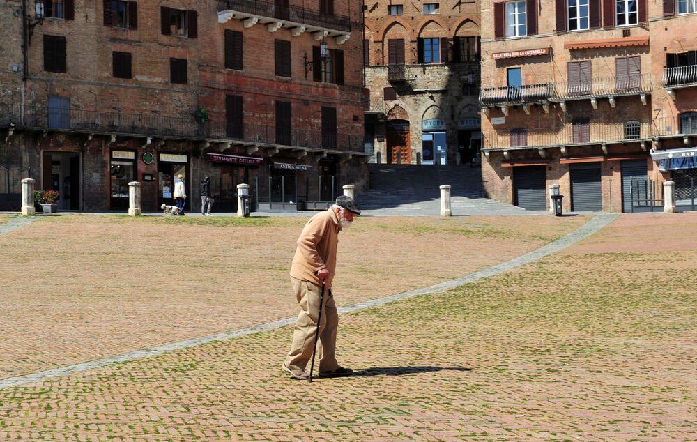 Plac Piazza del Campo w toskańskim mieście Siena