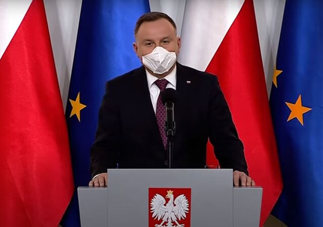 Andrzej Duda w masce ochronnej