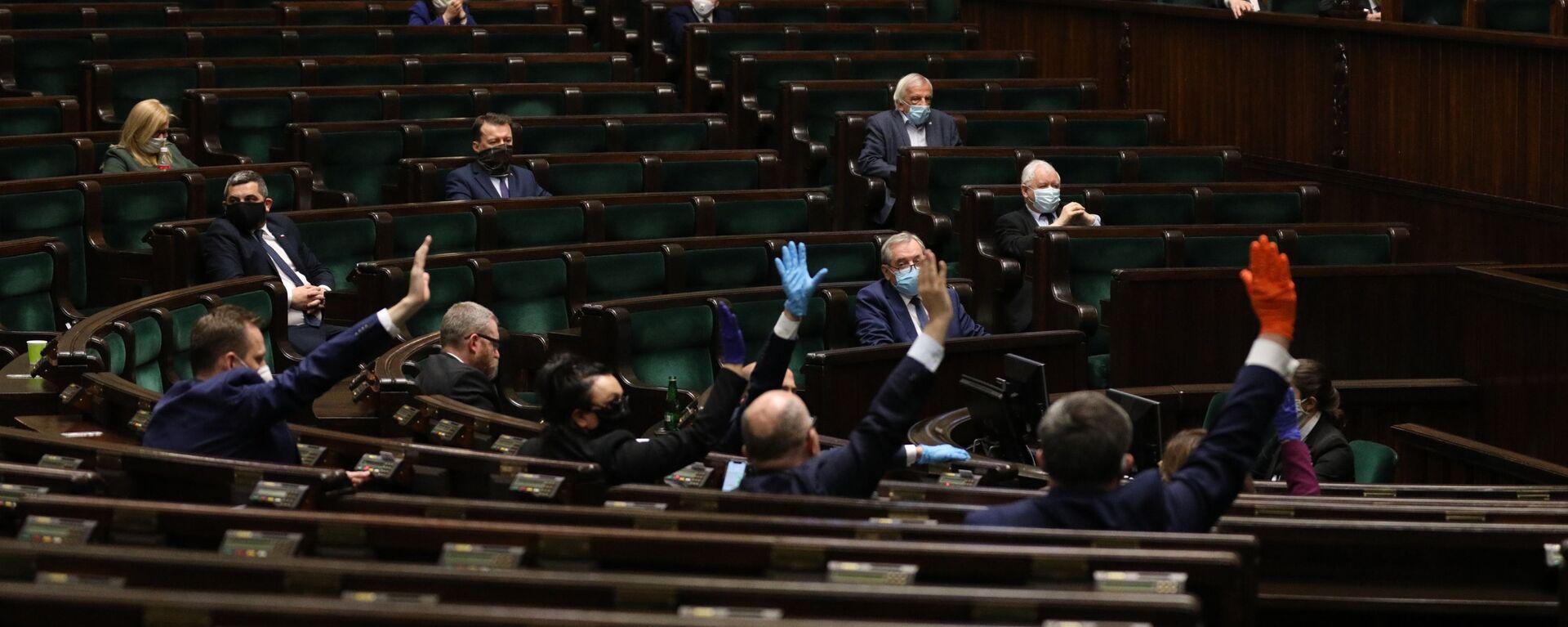Głosowanie nad poprawkami do tarczy antykryzysowej, 16/17 kwietnia 2020 - Sputnik Polska, 1920, 07.05.2021