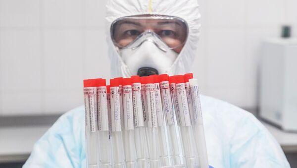 Testy leków na koronawirusa  - Sputnik Polska