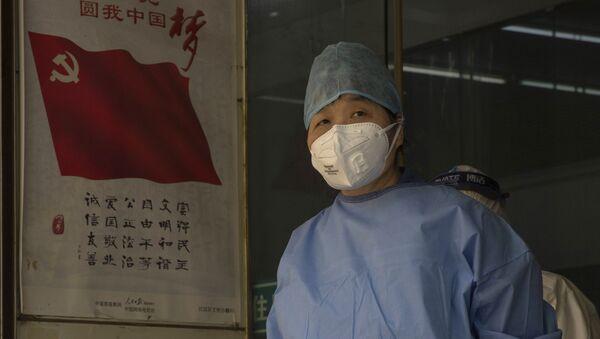Pracownik medyczny w Wuhan, Chiny - Sputnik Polska