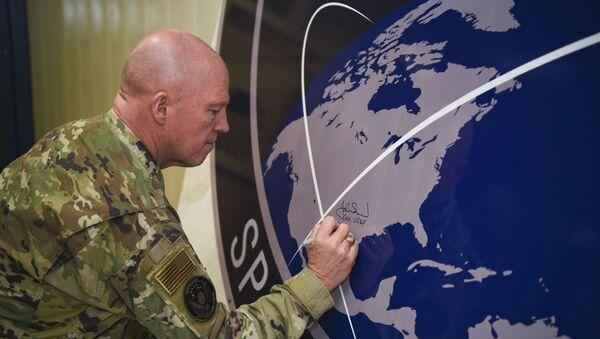 Generał amerykańskich sił kosmicznych John Raymond - Sputnik Polska