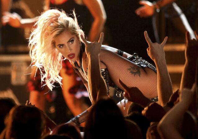 Lady Gaga na rozdaniu nagród Grammy Awards w Los Angeles w 2017 roku