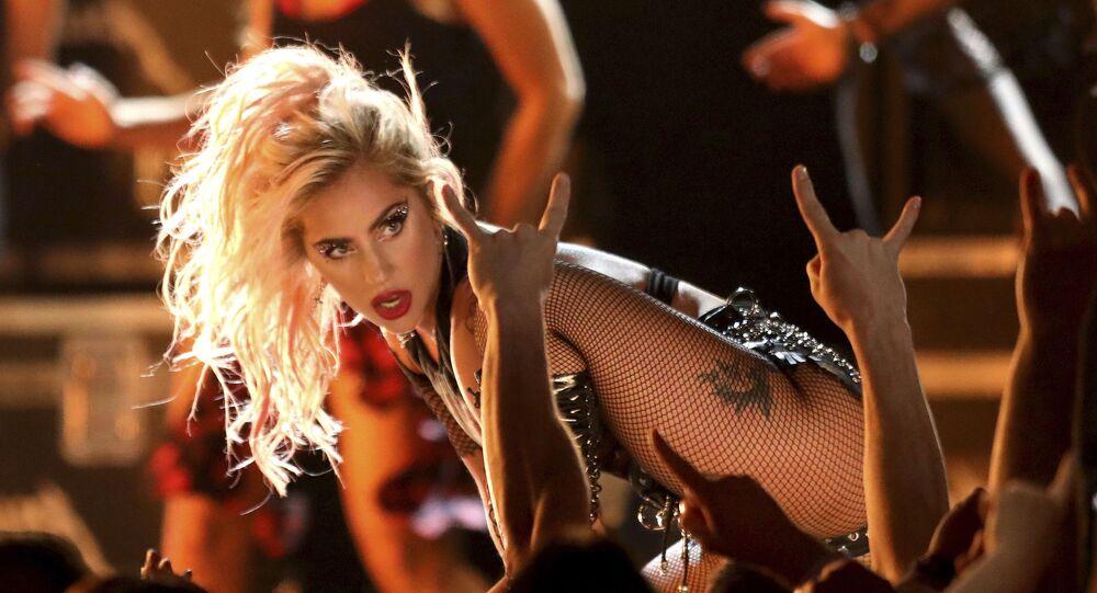 Lady Gaga na rozdaniu nagród Grammy Awards w Los Angeles w 2017 roku
