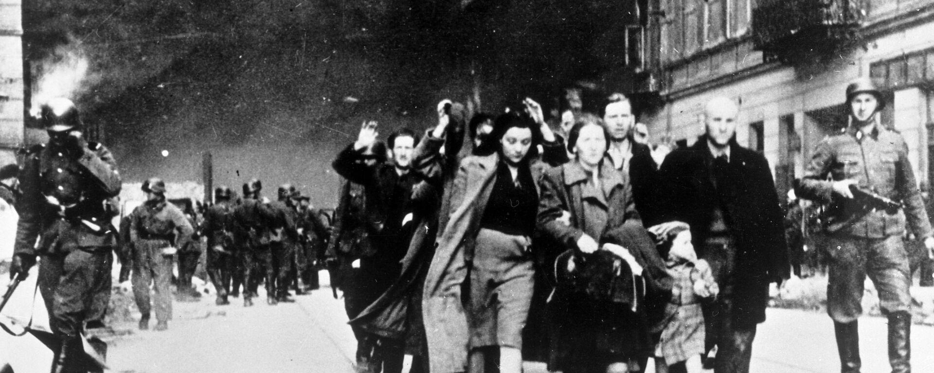 Żydzi eskortowani w drodze do obozu śmierci w Treblince,1942 - Sputnik Polska, 1920, 25.03.2021
