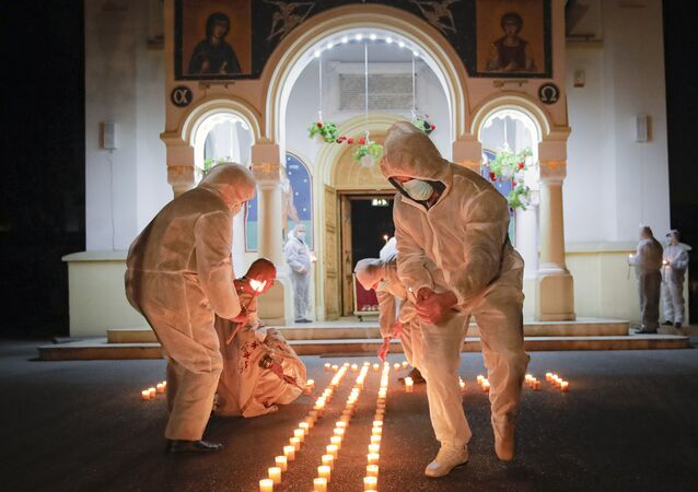 Przygotowanie do mszy wielkanocnej w Rumunii