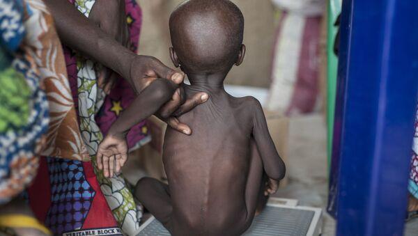 Głodujące dziecko, Nigeria - Sputnik Polska