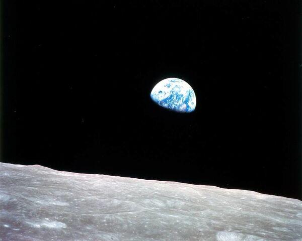 Pierwsze zdjęcie Ziemi z orbity księżycowej, zrobione 24 grudnia 1968 r. podczas misji Apollo 8 - Sputnik Polska