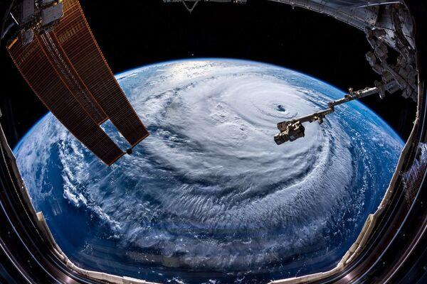 Huragan sfotografowany przez astronautę Aleksandra Gersta  - Sputnik Polska