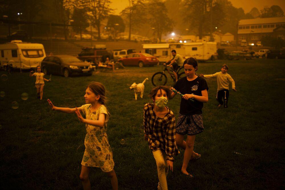 """Zdjęcie Bushfire Evacuation Center, fot. Sean Davey, 2. miejsce w kat. """"Współczesne problemy"""""""