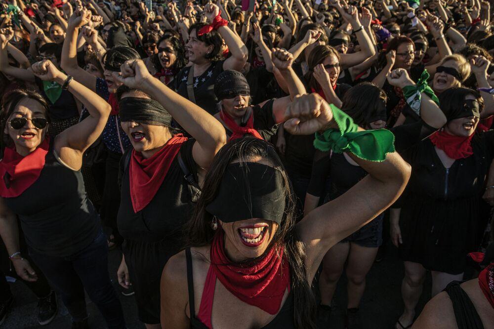 """Foto z serii Chile: The Rebellion Against Neoliberalism, fot. Fabio Bucciarelli, 2. miejsce w kat. """"Wiadomości ogólne"""""""