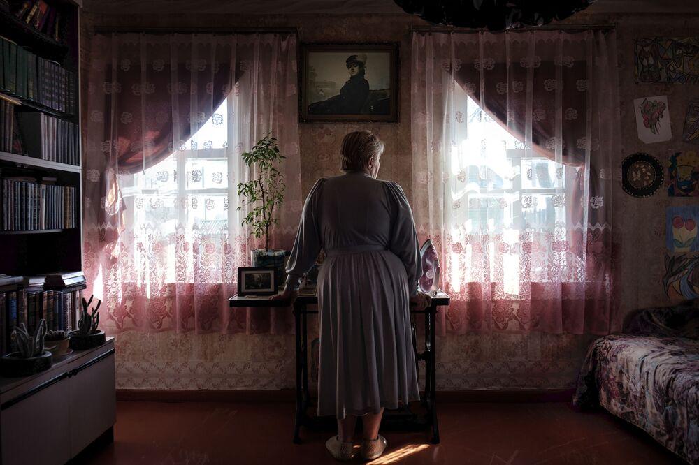 """Zdjęcie Between Right and Shame, fot. Tatsiana Tkachova, 2. miejsce w kat. """"Portret"""""""