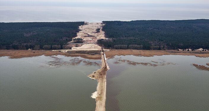 Prace przy przekopie Mierzei Wiślanej, stan terenu inwestycji w kwietniu 2020 r.