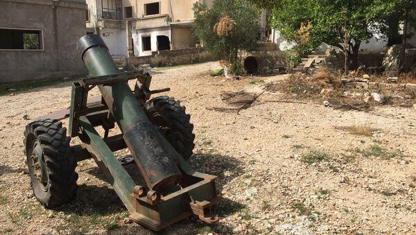 Moździerz własnej roboty w miejscowości Saf-Safa (prowincja Hama), z której armia syryjska wyparła bojowników z grupy Dżabhat an-Nusra - Sputnik Polska