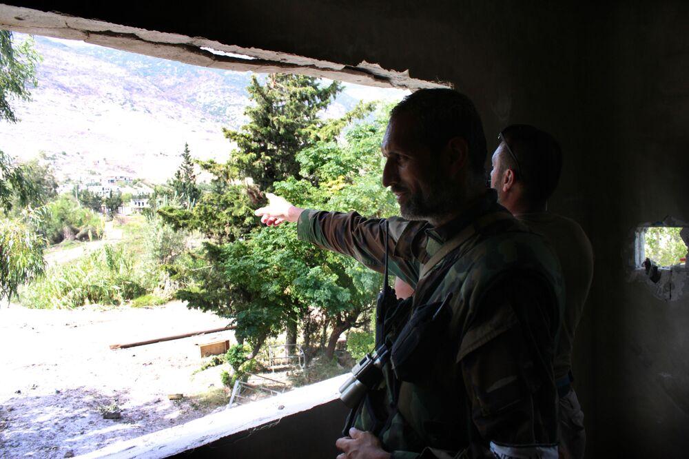 Syryjscy żołnierze w miejscowości El-Furu, z której armia syryjska wyparła bojowników z grupy Dżabhat an-Nusra