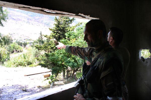 Syryjscy żołnierze w miejscowości El-Furu, z której armia syryjska wyparła bojowników z grupy Dżabhat an-Nusra - Sputnik Polska