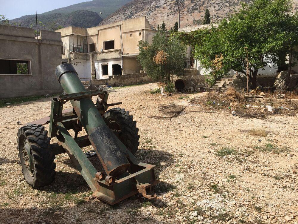 Moździerz własnej roboty w miejscowości Saf-Safa (prowincja Hama), z której armia syryjska wyparła bojowników z grupy Dżabhat an-Nusra