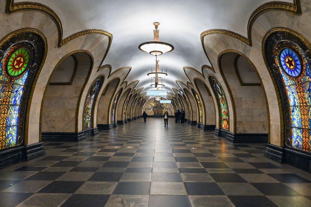 """Stacja """"Nowosłobodskaja"""" moskiewskiego metra"""