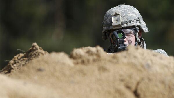 Amerykański żołnierz podczas ćwiczeń 'Black Arrow 2014'  - Sputnik Polska