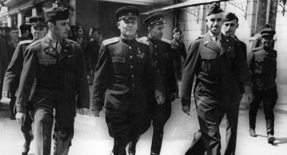 Marszałek Koniew, generał Bradley i żołnierz armii USA D. Polowski