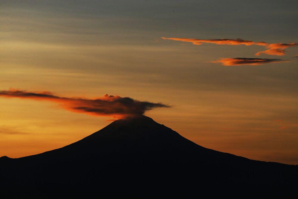 Erupcja wulkanu Popocatepetl w Meksyku